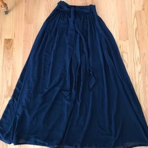 Dresses & Skirts - High waisted navy blue flowy maxi skirt